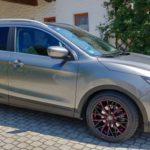 NISSAN QASHQAI SUV mit unseren Barracuda Racing Wheels Project 3.0 Felgen 8,5×18 und gefräster Speichenkontur und dem Farbton Flash Red