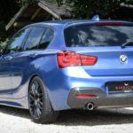 Karizzma mit blauer Trimline auf dem BMW 1-er